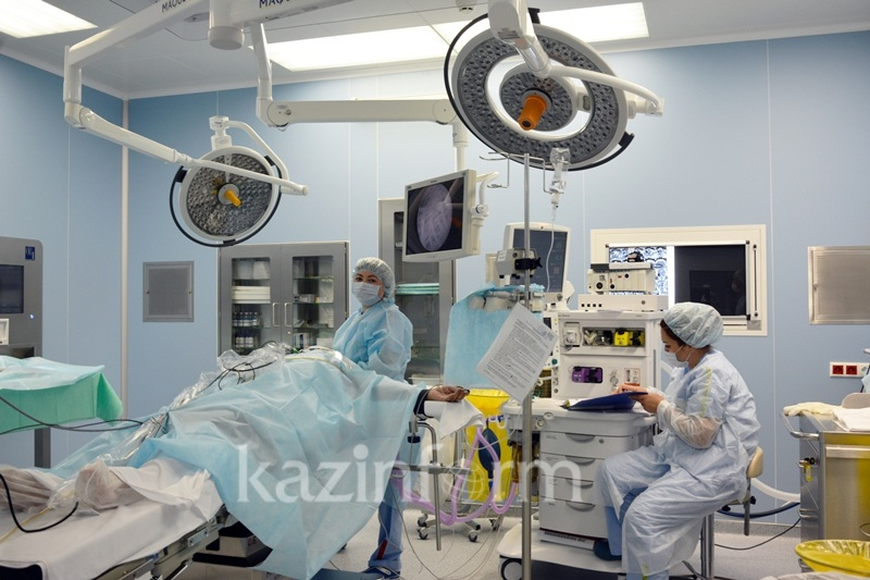 Врачи Актау удалили из сердца пациентки образование размером с кулак