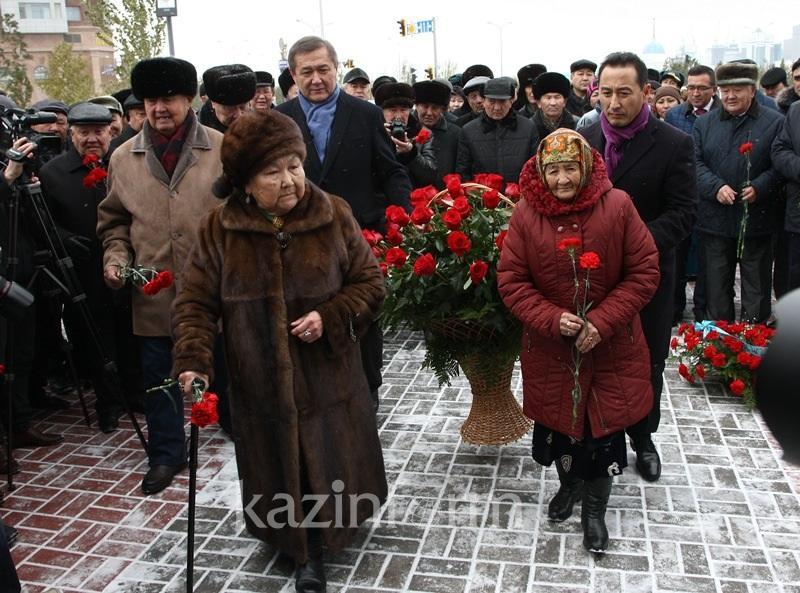 Monument to Rakhymzhan Koshkarbayev unveiled in Astana