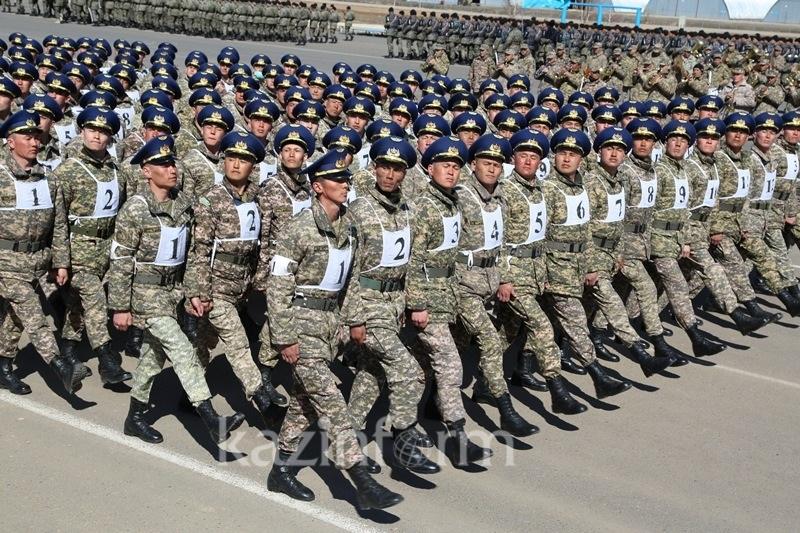 Курсанты военного института сухопутных войск готовятся к параду