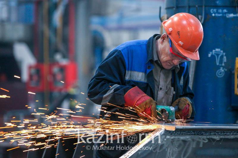 Объем промышленного производства в Казахстане в январе-феврале вырос на 5,6%