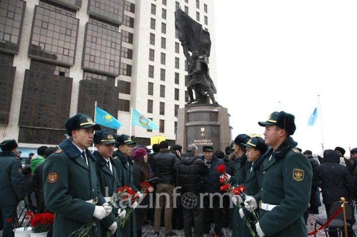 Астанада Рақымжан Қошқарбаевқа арналған ескерткіш орнатылды