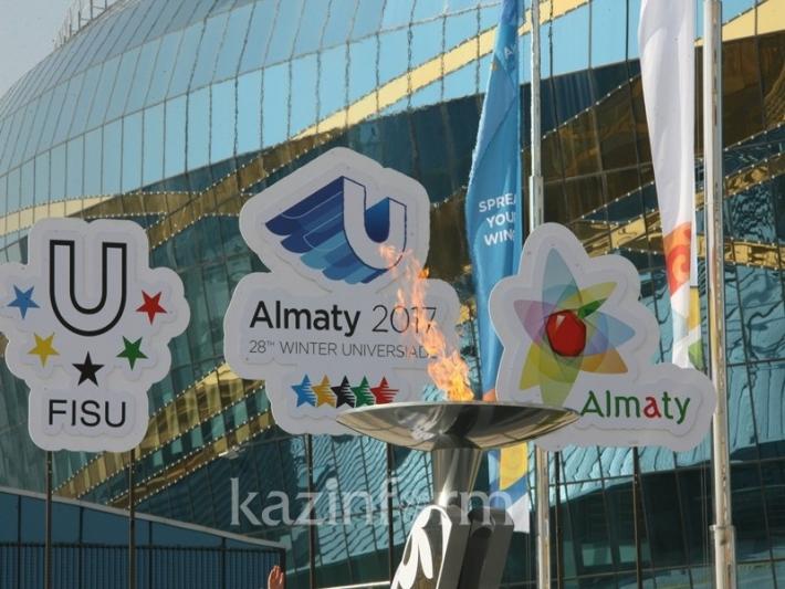 В Алматы провели тестовую эстафету огня 28-й Всемирной зимней Универсиады 2017 года