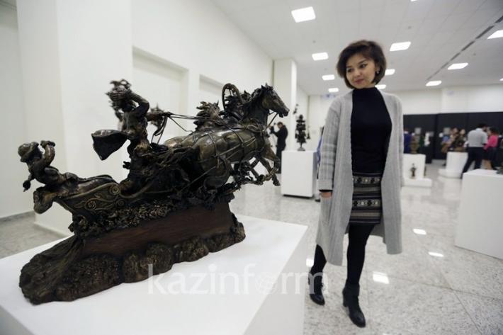 Скульптор Четвериков отобразил «Трепет души» с помощью дерева и драгметаллов