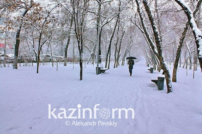 Самый продолжительный за зиму снегопад закончился в Алматы
