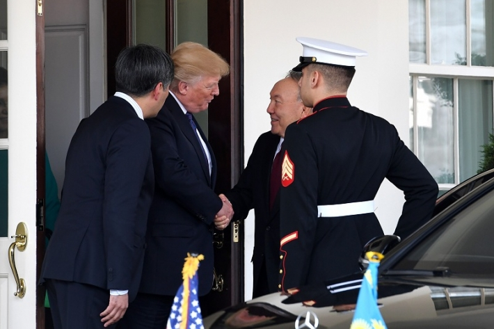 Ақ үйдегі кездесу: Нұрсұлтан Назарбаев пен Дональд Трамп
