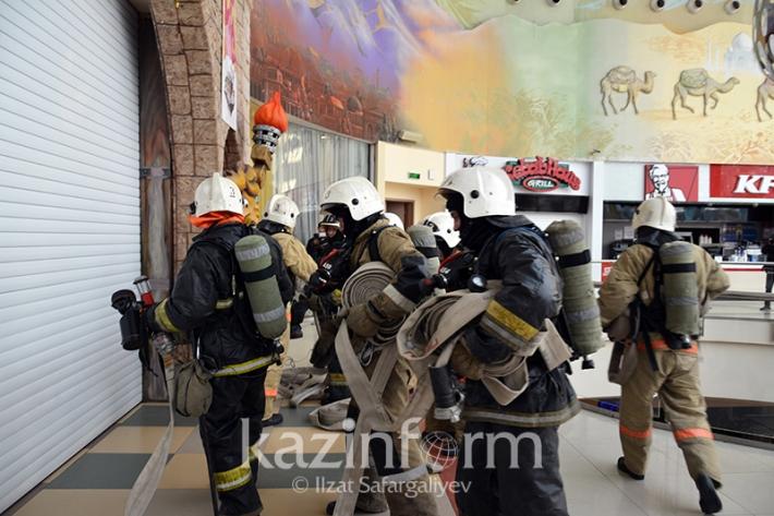 Спасатели провели учения в торговом центре Керуен