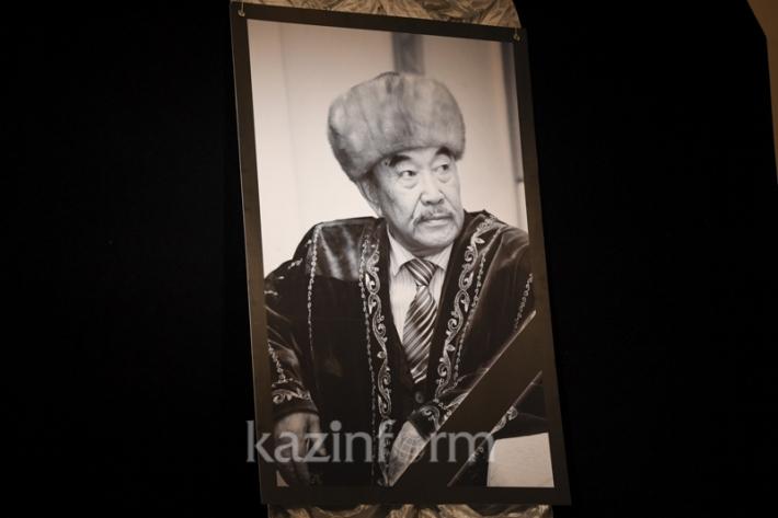 Almaty bids last farewell to writer Sherkhan Murtaza