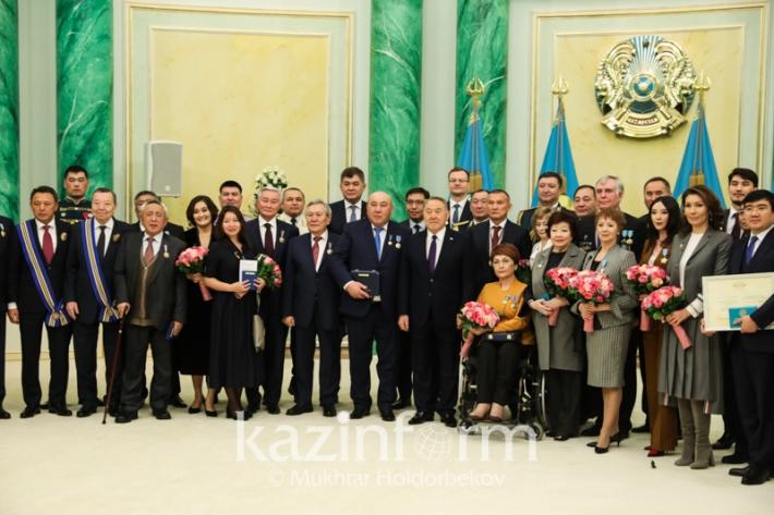 Президент РК вручил государственные награды ряду граждан