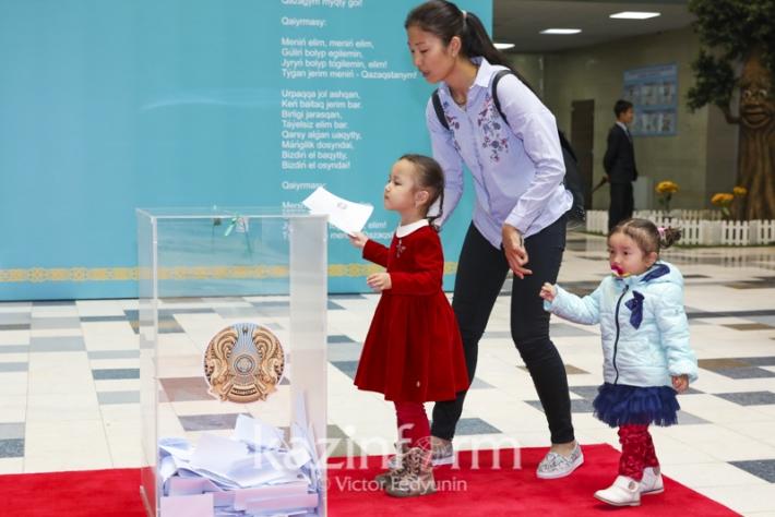 图集:哈萨克斯坦总统大选投票日